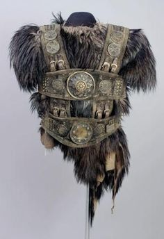Fur viking body armour, I could have a fur boss. Belt armour over the top of the fur, with metal plates on the belts. Armadura Viking, Armadura Medieval, Fantasy Armor, Medieval Fantasy, Armor Clothing, Tribal Clothing, Viking Clothing, Grandeur Nature, Costume Armour