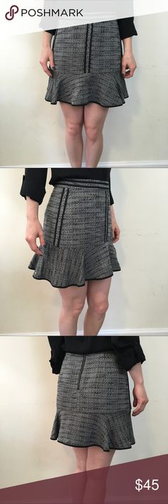 Madewell Grey Black Knit Black Trim Fluted Skirt Madewell Skirt with a grey Knit body and is Fluted at the bottom. Is lined and in good condition. Size 0. Madewell Skirts