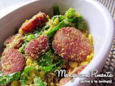 Farofa de farinha de milho com couve e linguiça calabresa, transforma qualquer almoço em um momento especial. Clique na imagem para ver a receita no blog Manga com Pimenta.