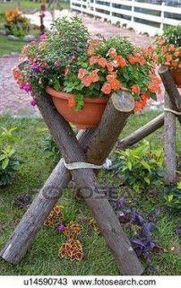 Flowers canned laying on wooden shelf in garden Stock Photography - Dingus Mcklingus - Garten - Blumen Garden Yard Ideas, Garden Crafts, Garden Planters, Garden Projects, Diy Garden, Garden Soil, Wooden Garden, Diy Projects, Succulents Garden