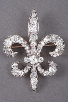 Broche-pendentif en forme de fleur de lis, en or blanc et argent, sertie de diamants, XIXe s.