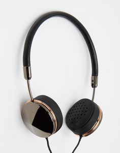 Buy FRENDS Layla Gun Metal Headphones at ASOS. Get the latest trends with ASOS now. Cute Headphones, Iphone Headphones, Sports Headphones, Noise Cancelling Headphones, Wireless Headphones, Headphone Wrap, Accessoires Iphone, Phone Accessories, Web Design