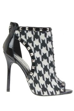 Can has please?? // Houndstooth Pumps.