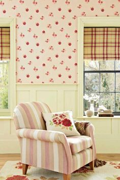 Next Official Site: Home Comforts Floral Wallpaper, per So pretty! Red Cottage, French Country Cottage, Cottage Living, Cottage Style, Girls Bedroom, Bedroom Red, Girl Room, Cottage Interiors, Country Interiors