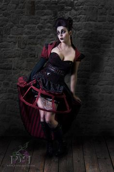 Steampunk macabre Queen of hearts from Alice in Wonderland interpretation...   HMU & Photography by Shauna Model Leah Siren
