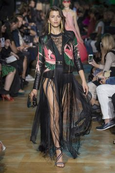 https://www.vogue.com/fashion-shows/spring-2018-ready-to-wear/elie-saab/slideshow/collection