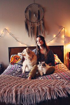 Bohemian godess, @Laura Mazurek gives us a tour of her eclectic home on www.moorea-seal.com.