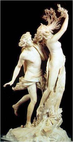 Beeldhouwkunst. Bernini. Apollo en Daphne (1622-1625). Rome. De barok was een feestelijke en uitbundige stijl die herkenbaar is aan weelderige groeivormen en krullen. Dit is goed terug te zien in dit beeldhouwwerk van Bernini. Ook is het erg zwierig, wat ook goed bij de barok past. Er zit ook een draaiing in de lichamen die je uitnodigen om om het beeld heen te lopen en er gebeurd iets in het beeld, er is actie.
