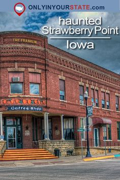 This little Iowa town is more mysterious than it seems. A paranormal hotbed, it's home to several ghosts. Some are friendly, other spirits are more sinister. Their stories are spooky and will give you the chills. Scary Places, Haunted Places, Great Places, Places To Visit, Real Haunted Houses, Haunted Towns, Ghost Towns, Haunted History, Chicago Restaurants