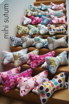 Leseknochen zu Weihnachten - I did it myself - Basteln Christmas Sewing, Christmas Knitting, Diy Christmas Ornaments, Sewing Class, Love Sewing, Support Pillows, Stuffed Animal Patterns, Sewing For Beginners, Diy Clothes