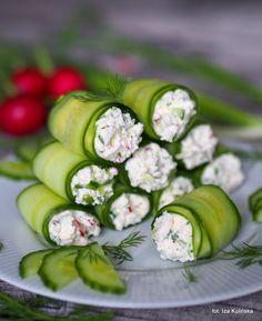 Roladki ze świeżego ogórka z twarożkiem Vegan Recipes, Cooking Recipes, Snacks Für Party, Antipasto, Food Design, Finger Foods, Food Inspiration, Appetizer Recipes, Healthy Snacks
