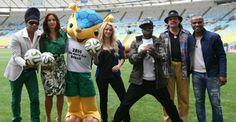 Time de estrelas: Ivete e Shakira posam com Fuleco no Maracanã