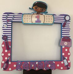 Doctora Juguetes 1st Birthday Favors, Twin Birthday, Foto Doctor, Doc Mcstuffins Birthday Party, Selfies, Party Supplies, Twins, Birthdays, Princess