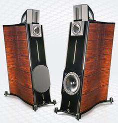 Głośniki dla prawdziwego melomana. Osoby uwielbiające muzykę nie wyobrażają sobie często braku posiadania odpowiedniego sprzętu muzycznego u siebie w domu. Ci z bardzo dobrym słuchem muzycznym od razu wyczuwają, że dane głośniki nie oferują dobrego brzmienia, basów, niskich i wysokich tonów. Dlatego stawiają na sprzęt najwyższej klasy. Jeśli już wybierają głośniki, to jedynie od cenionych marek i za kilka, kilkanaście tysięcy. #gadżet #muzyka ##głośniki