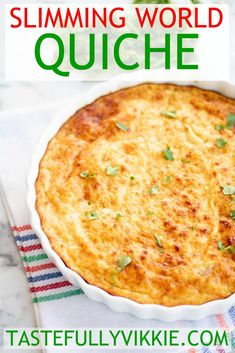 This cheesy crustless Slimming World quiche is SO easy and delicious and it's also SYN FREE! :D via This cheesy crustless Slimming World quiche is SO easy and delicious and it's also SYN FREE! Slimming World Dinners, Slimming World Breakfast, Slimming World Recipes Syn Free, Slimming World Diet, Slimming Eats, Slimming World Lunch Ideas, Crustless Quiche Slimming World, Crustless Quiche Lorraine, Sw Quiche