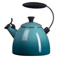 Le Creuset Halo Tea Kettle in Caribbean Blue. Makes the cutest whistle and a nice statement on my stovetop. :) I WANT A RED ONE! Le Creuset Tea Kettle, Halo, Molly Sims, How To Make Tea, Kitchen Dining, Kitchen Decor, Kitchen Goods, Kitchen Sale, Cozy Kitchen