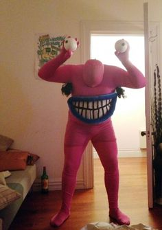 17 Nostalgic Halloween Costumes For People Born in the and - Dose - Your Daily Dose of Amazing Diy Halloween Costumes, Cool Costumes, Cosplay Costumes, Halloween Party, 90s Cartoon Costumes, 90s Costume, Crazy Costumes, Halloween Tricks, 90s Party