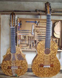 Primera guitarra y bandurria decoradas