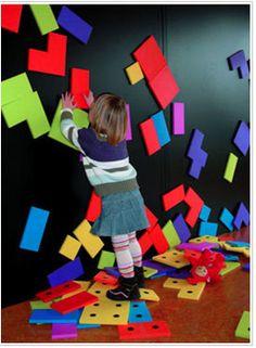 Pared interactiva que despierta el sentido del tacto y permite al niño estimular su imaginación.