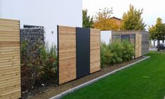 Lärche Rhombus Sichtschutz in Kombination mit HPL-Platten Anthrazit. Alles auf … Larch Rhombus Screen Protector in combination with HPL Anthracite panels. Everything on measure and desire in the best carpenter quality Backyard Patio Designs, Backyard Fences, Small Gardens, Outdoor Gardens, Diy Outdoor Furniture, Outdoor Decor, Outdoor Rugs, Design Jardin, Diy Fence