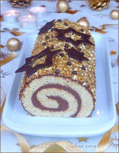 Easy and quick {vegan chocolate Yule log roll - Bûche Noel Christmas Yule Log, Best Christmas Cookies, Vegan Christmas, Xmas, Vegan Cake, Vegan Desserts, Vegan Recipes, Chocolate Roll, Vegan Chocolate