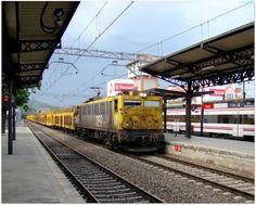 Estación de El Escorial. ADIF.  Distintas circulaciones de material por la estación.