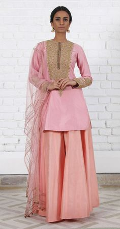 Rimple & Harpreet Narula. Blush pink Chanderi silk short kurti with delicate tilla-dori embroidery; paired with a soft tulle dupatta and peach pink silk sharara.