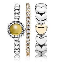 A warm look for a simple styling #PANDORAring #eternityring #hearts #yellow