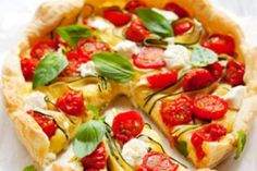 Quiche chèvre courgette tomate. Publié par deborah.vignau.7. Retrouvez toutes ses recettes sur youmiam.com.