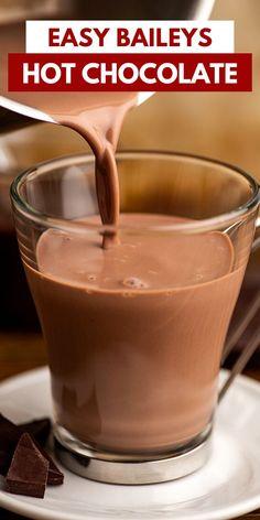 Hot Chocolate Baileys, Hot Chocolate Recipe Easy, Christmas Hot Chocolate, Baileys Drinks, Baileys Recipes, Dessert Drinks, Yummy Drinks, Dessert Ideas, Dessert Recipes