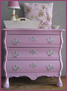 what a darling little French chest…♥ lilac blush