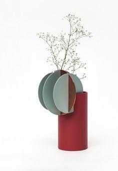 Inspired by Malevich – Suprematic Vases by Designer Kateryna Sokolova – OEN Flower Vase Design, Flower Vases, Ikebana, Minimalist Artwork, Paper Vase, Paperclay, Simple Art, Decoration, Fall Decor