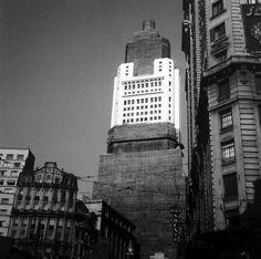 Primeira metade da década de 40 - Edifício Altino Arantes em construção na praça Antonio Prado,  região da Sé.