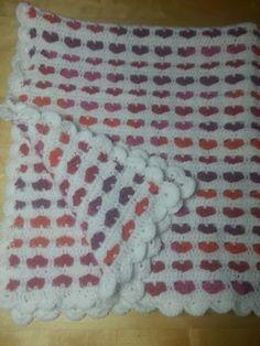 Baby hartjes deken gehaakt met  6 bollen bravo en 5 bravo color naald 5