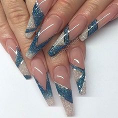 Such a fun twist on the tip by #nailpro @nailsbycharlott. #nailprodigy
