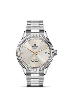 Entdecken Sie die TUDOR Kollektion von klassischen, sportlichen Armbanduhren sowie Taucheruhren und Heritage Modellen auf der offiziellen Website der Schweizer Uhrenmarke TUDOR.