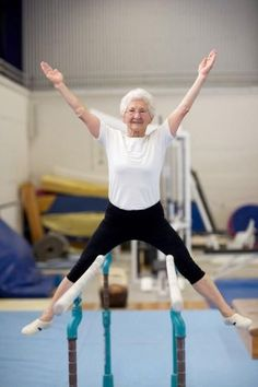 86 Year Old Johanna Quaas Still Doing Gymnastics