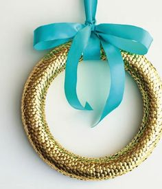 wreath idea made from thumbtacks