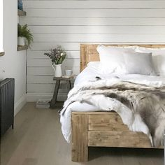 Are you interested in our Reclaimed wood bed? With our Rustic chunky reclaimed bed you need look no further.