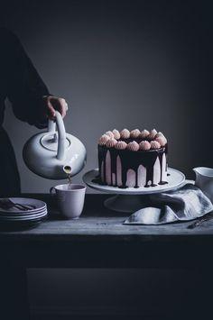 Chocolate Cake with Strawberry Buttercream and Dark Chocolate Glaze - The Swedish Grace cake - Call Me Cupcake - Layer cakes Chocolate Strawberry Cake, Strawberry Buttercream, Strawberry Cakes, Cupcakes, Cupcake Cakes, Biscotti, Sweet Recipes, Cake Recipes, Dessert Crepes
