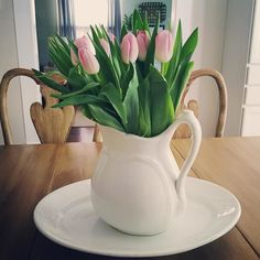 Pink tulips in my ironstone pitcher on top of my ironstone platter makes me #yardsalefind #vintage #antique #ironstone #pitcher #platter #pink #tulips by shangrilalane