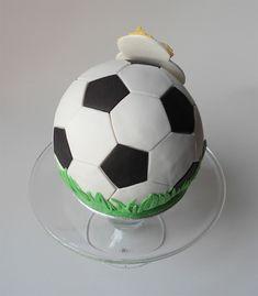 tarta-balon-futbol Soccer Ball, Fondant, Birthday Cakes, Child, Cooking Recipes, Sweets, Tarts, Meet, Handbags