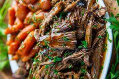 C'est une recette qui vraiment facile à faire... ça prend environ 5 minutes à préparer et on laisse la mijoteuse faire le travail. DÉLICIEUX! Mets, Japchae, Ethnic Recipes, Kitchen, Food, Beer Chicken, Chicken Bacon, Roast Beef, Dutch Oven