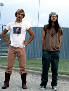 Matthew McConaughey and Rory Cochrane in Dazed and Confused, 1993 80s Movie Costumes, 90s Movies, Iconic Movies, Good Movies, Halloween Costumes, Slater Dazed And Confused, Dazed And Confused Movie, Days And Confused, Epic Movie