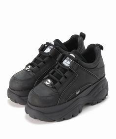 Dr Shoes, Swag Shoes, Hype Shoes, Me Too Shoes, Shoes Heels, Sneakers Fashion, Fashion Shoes, Girl Fashion, Kawaii Shoes