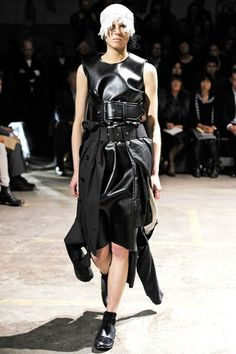 See the complete Comme des Garçons Spring 2011 Ready-to-Wear collection.