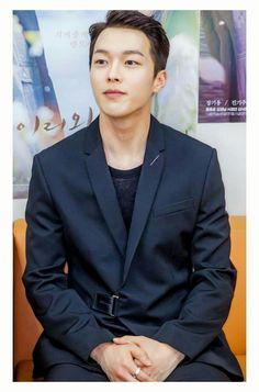 Korean Celebrities, Korean Actors, Celebs, Drama Korea, Korean Drama, Handsome Asian Men, Korean Men, Singer, Guys