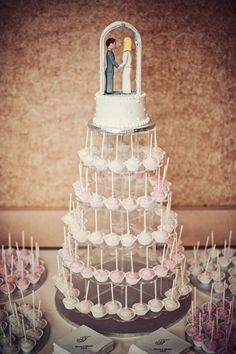 Love this different idea for the cake! Photo by Danielle. #WeddingCakesMinneapolis #WeddingCakes