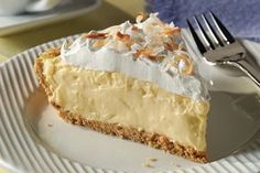 Une tarte à la crème à la noix de coco prête en 15minutes seulement, est-ce possible? Oui! Jetez un œil à notre recette pour découvrir comment faire à l'aide d'une poignée d'ingrédients.