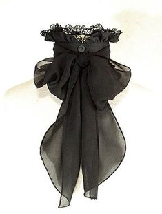 Gothic Charm School: pretty things — Oh, this is beautiful. And I bet I could make one. Steampunk Accessoires, Mode Steampunk, Victorian Steampunk, Victorian Fashion, Gothic Fashion, Vintage Fashion, Steampunk Cosplay, Gothic Mode, Gothic Lolita